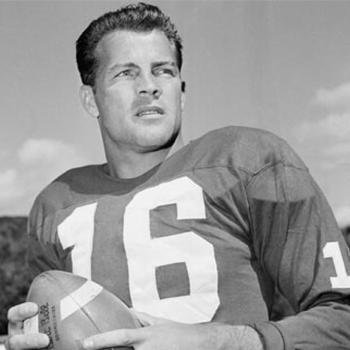 frank-gifford-in-uniform-holding-football